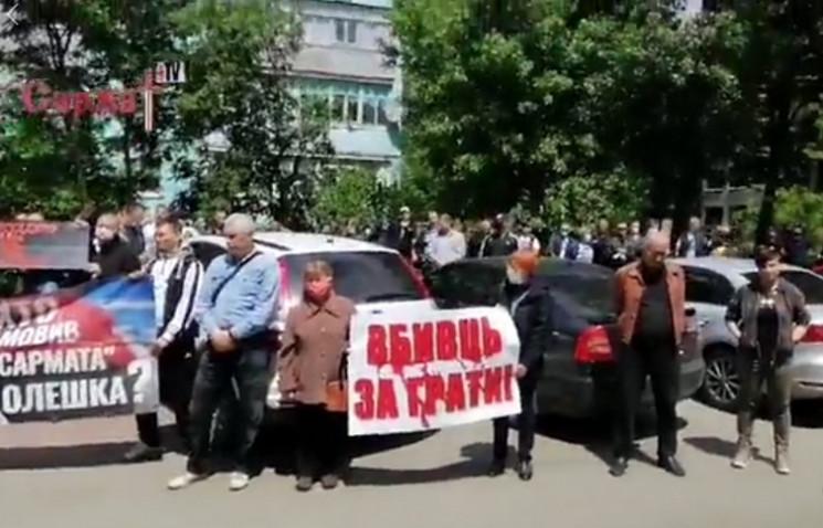 У Запорізькій області пікетували суд, що…