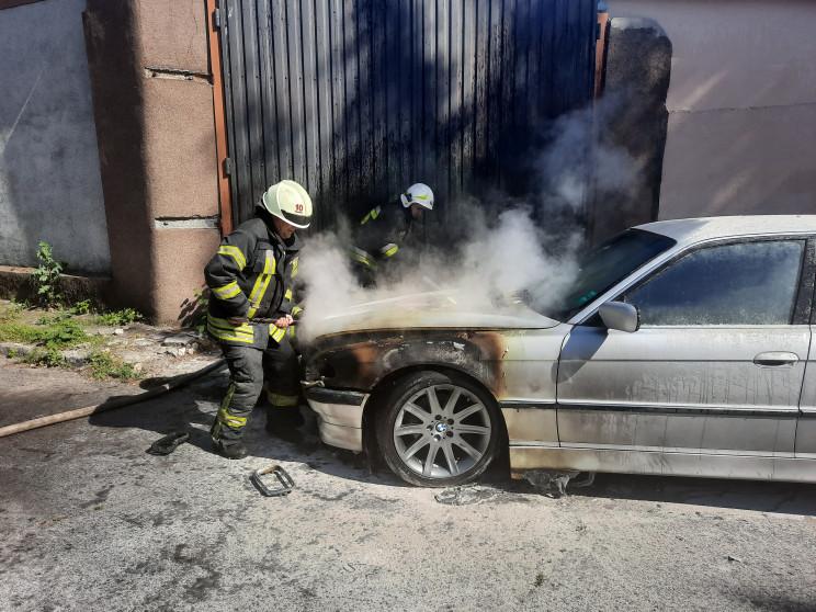 В Херсоне сгорел BMW