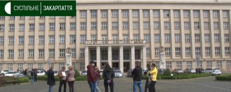 Біля Закарпатської ОДА зібралися мітингу…