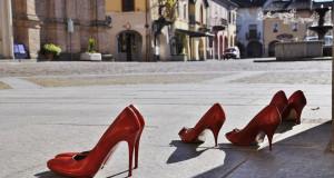 Червоні черевики: Навіщо жінки діляться…