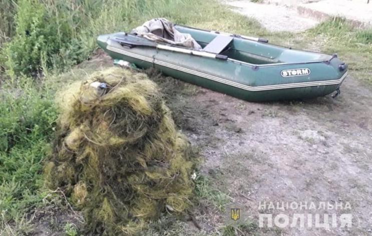На Каховському водосховищі затримали дво…