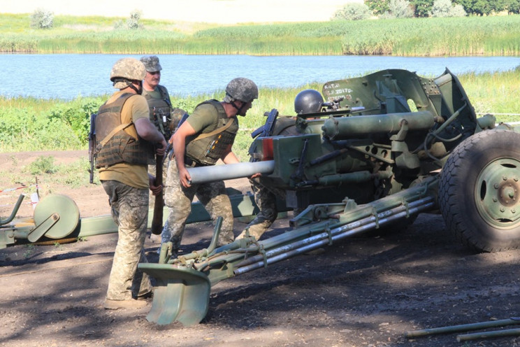 Боевики на Донбассе ранили двух наших во…