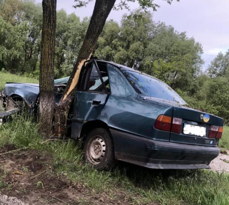 У Вараші водій протаранив дерево (ФОТО)…