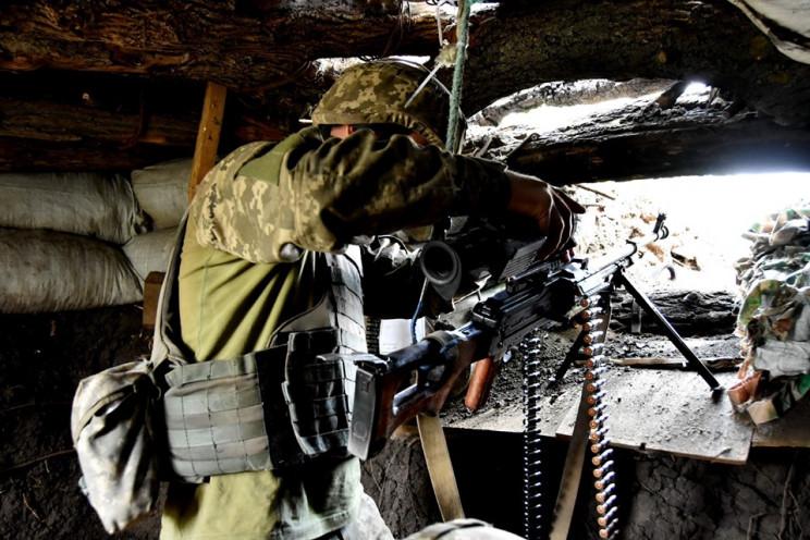 Війна на Донбасі: Поранені двоє українсь…