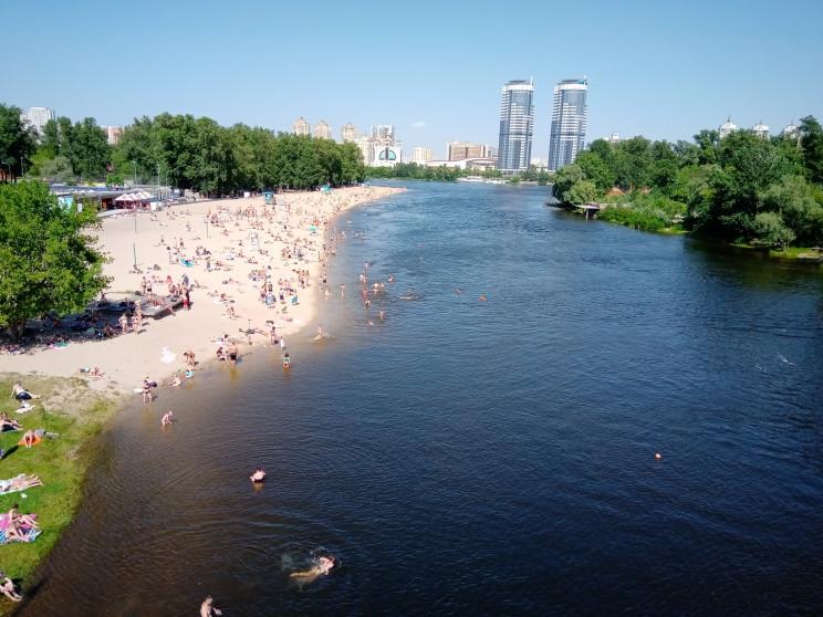 Пляжний відпочинок у Києві: Пісок після…