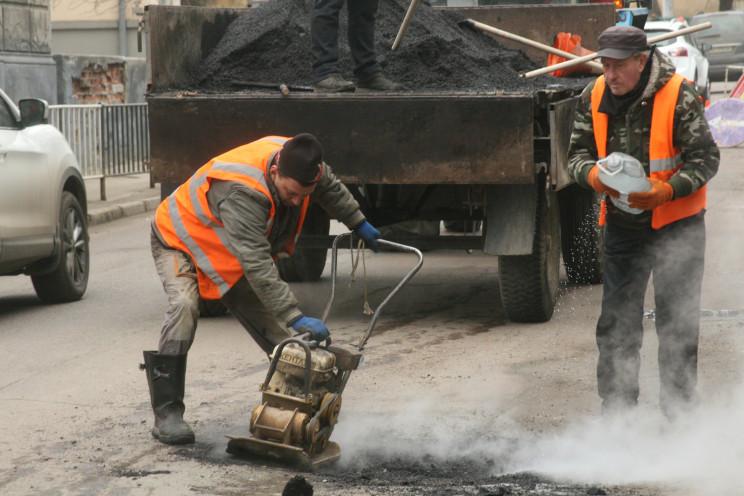Как во Львове ремонтируют дороги (ФОТОРЕ…