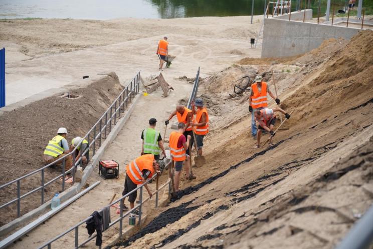 У Запоріжжі реконструюють пляж на Кічкас…