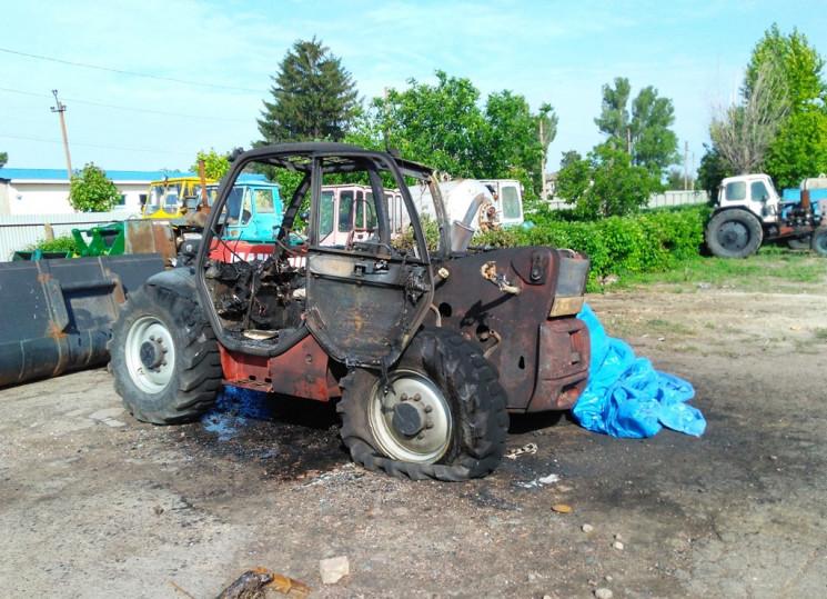 На Херсонщине дотла сгорел трактор…