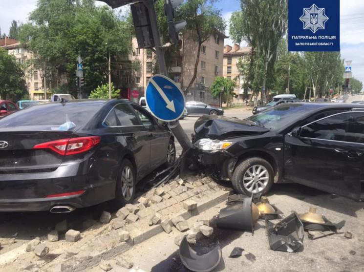 В Запорожье водитель Toyota влетел в Hyu…