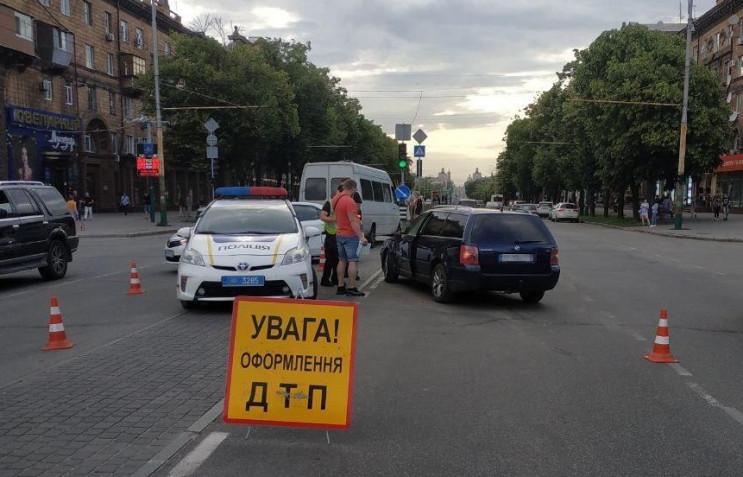 В центре Запорожья маршрутка с пассажира…