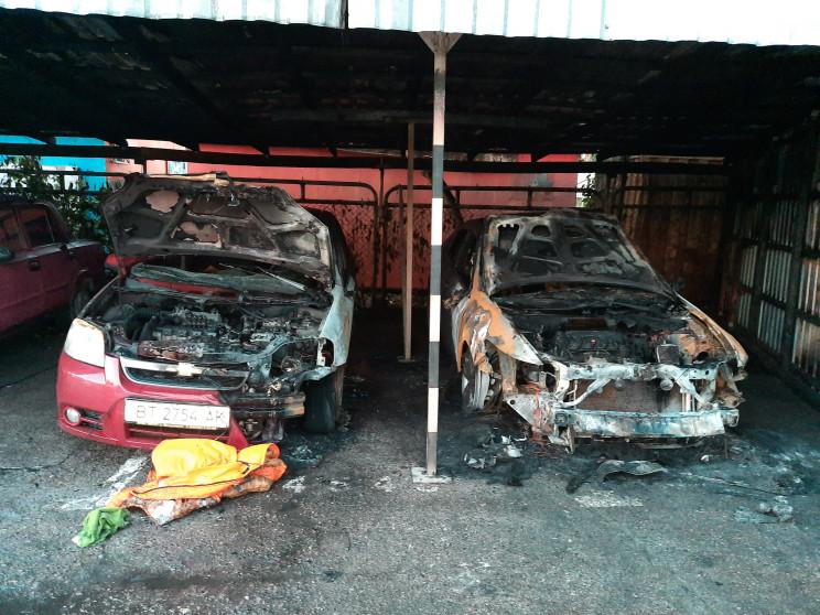 В Херсоне на стоянке сгорели две машины…