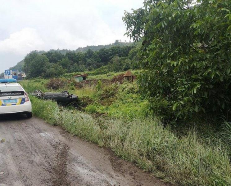 Неподалік Мукачева Mercedes перекинувся…