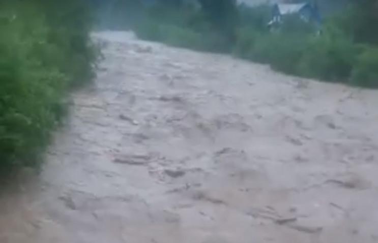 На Закарпаття з гір іде велика вода…
