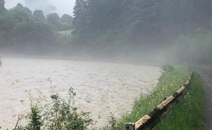 На Закарпатті вода з річок виходитиме на…