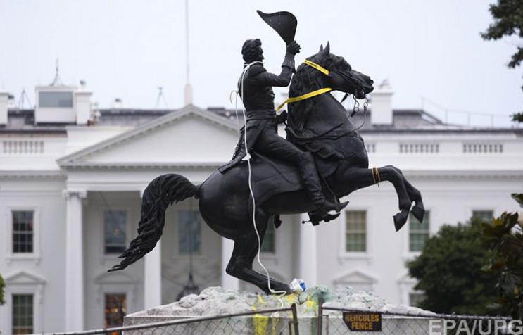 Скинути Джексона з коня: Які пам'ятники…