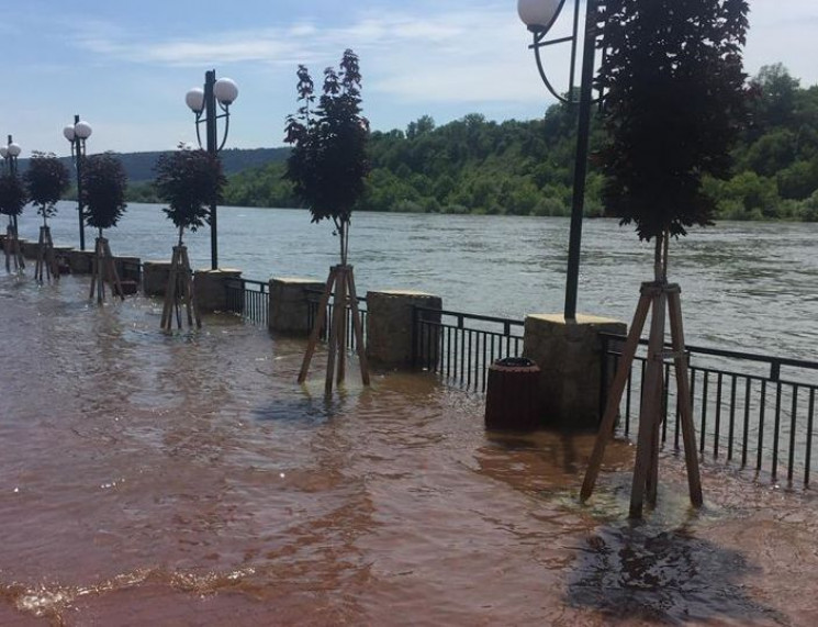 Могилев-Подольский стало заливать водами…