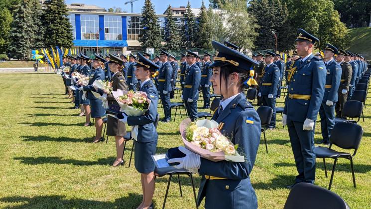 В Харькове 585 выпускников университета…