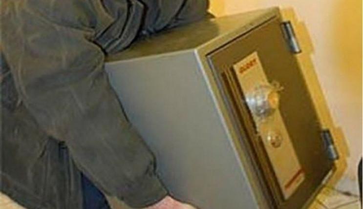 На Тернопільщині злодії поцупили сейф з…
