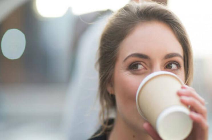У жінок, які п'ють більше кави, відсоток…