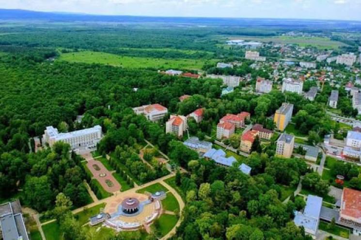 У Моршині затопило санаторії і Палац кул…