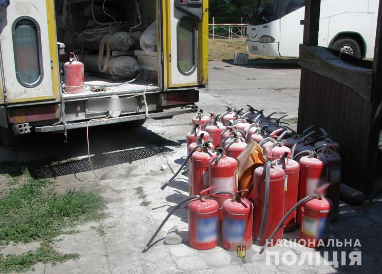 Поліція розслідує вибух на нафтобазі у Н…