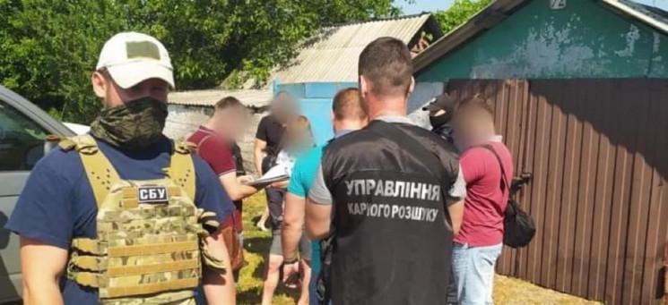 На Луганщині двоє молодиків намагалися п…