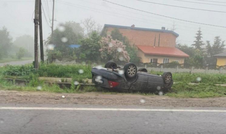 На в'їзді у Львів перекинувся автомобіль…