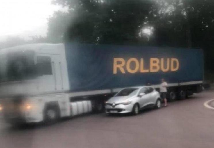 У Львові зіткнулися вантажівка і легкови…