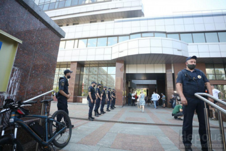 Суд залишив Стерненка під домашнім арешт…