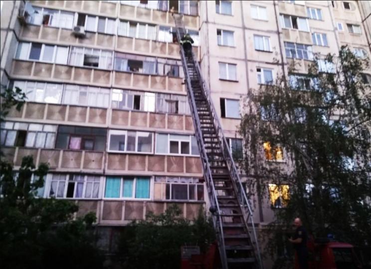 В Кременчуці зняли з балкону сьомого пов…