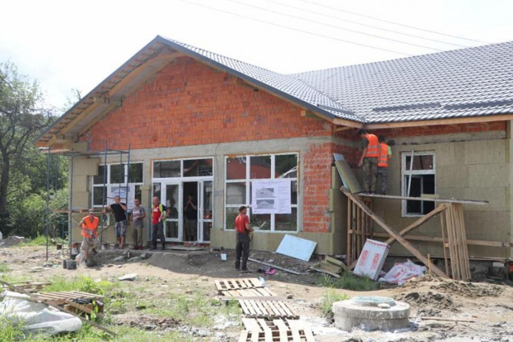 На Виноградівщині будують амбулаторію за…