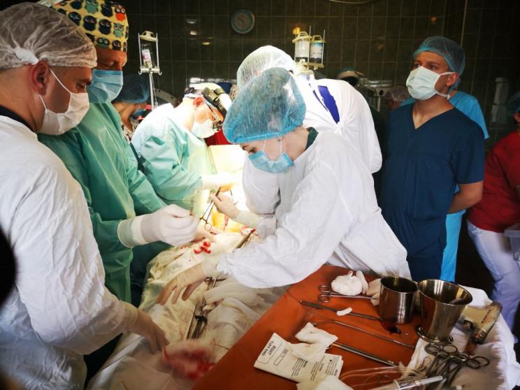 У Львові вперше провели операцію з перес…