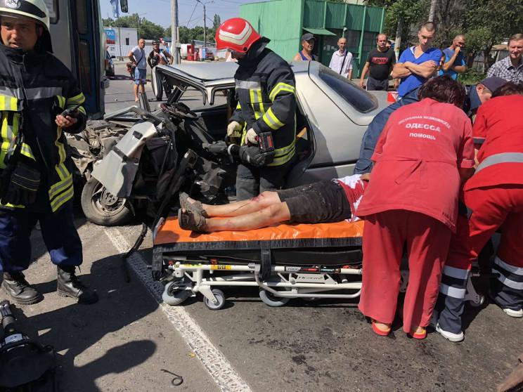 В Одесі зіштовхнулись трамвай та автівка…