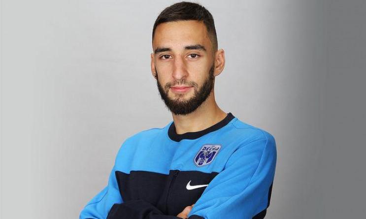 Відомий український футболіст відкараска…