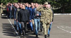 Из школы – в казарму: Как военный призыв…