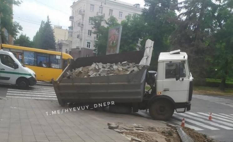На центральному проcпекті Дніпра провали…