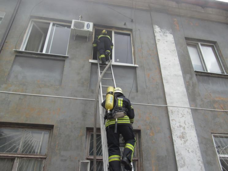 У Запоріжжі спалахнув гуртожиток – люди…