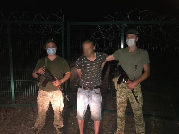 На кордоні з Росією затримали чоловіка,…