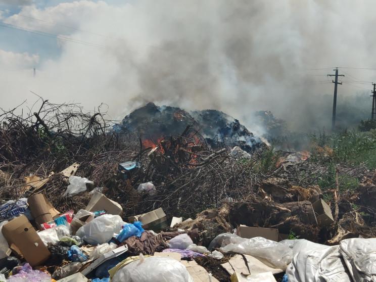 На Харьковщине горит свалка: Пожар площа…
