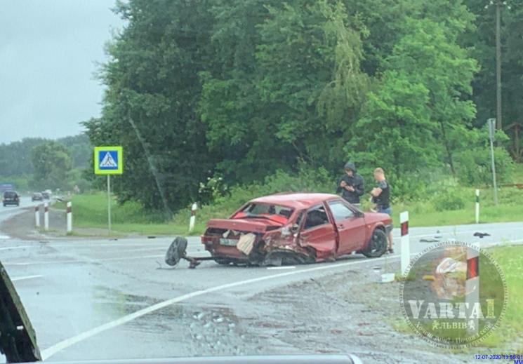 ДТП: Біля Миколаєва автомобіль розсипавс…