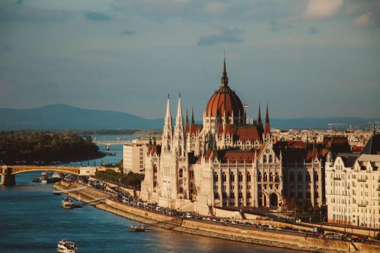 Угорщина встановила 14-денний карантин д…