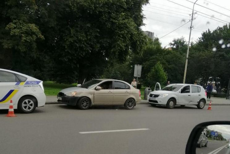 У Львові зіткнулися автомобілі (ФОТО)…