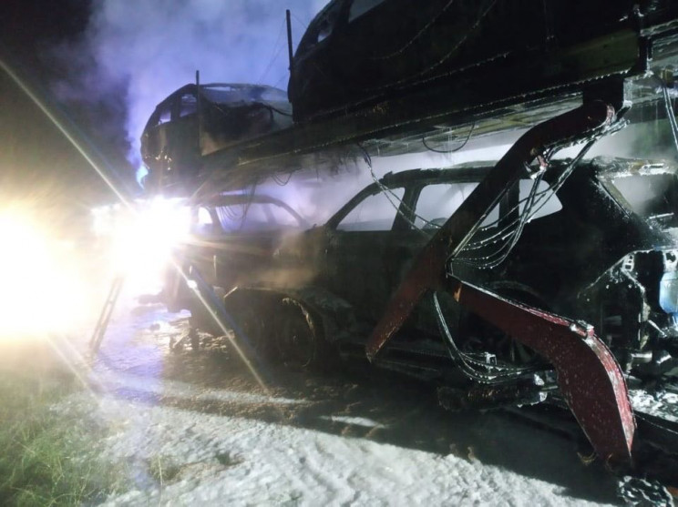 Біля Яворова згоріли 4 автомобілі (ФОТО)…