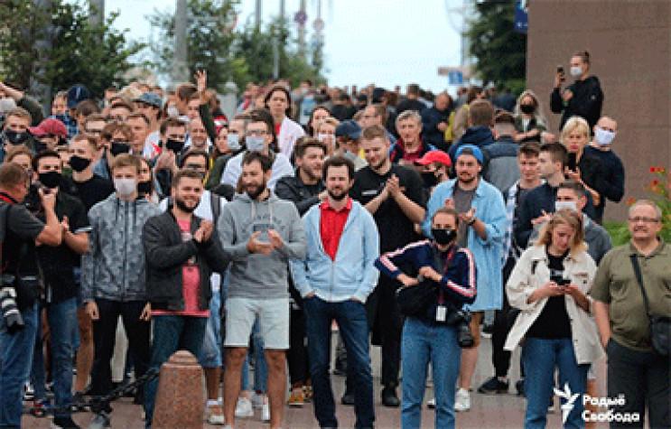 В Беларуси сотни людей вышли на митинг –…