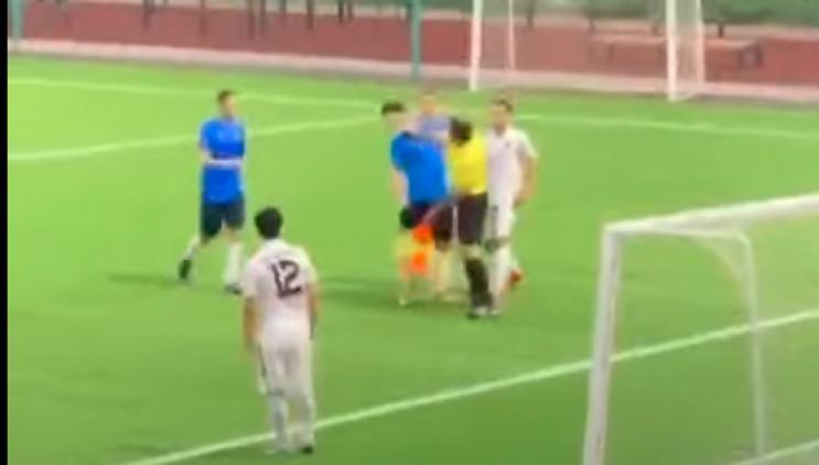 Як арбітр вдарив російського футболіста…
