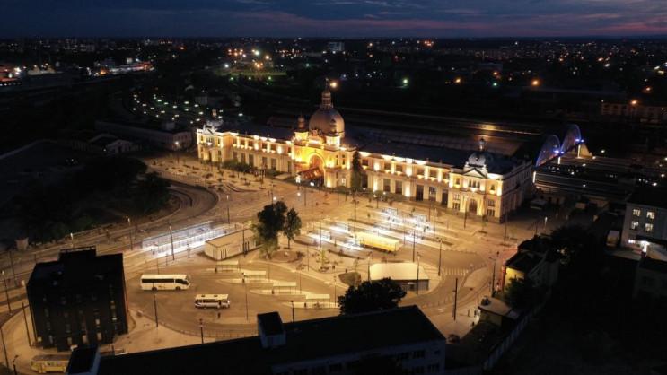 У Львові оновили підсвітку Головного зал…