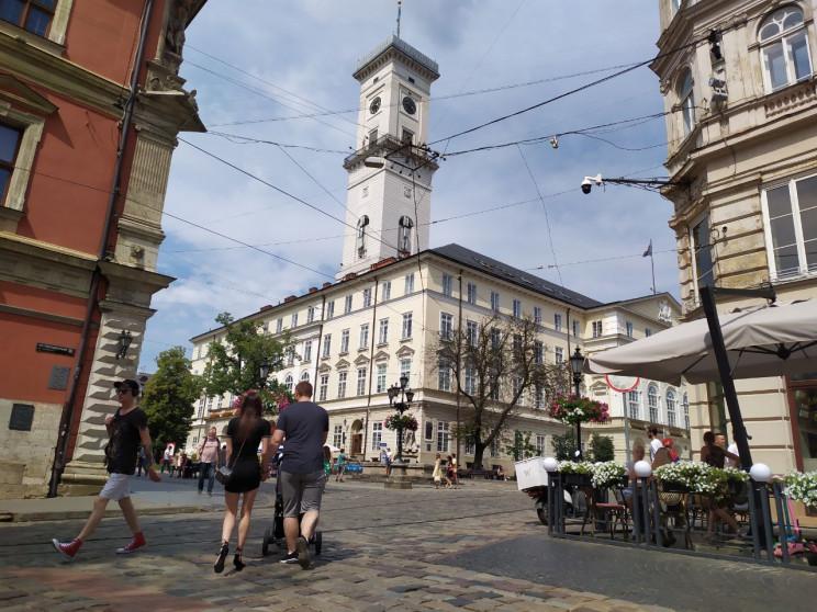 Як туристи продовжують ігнорувати Львів…