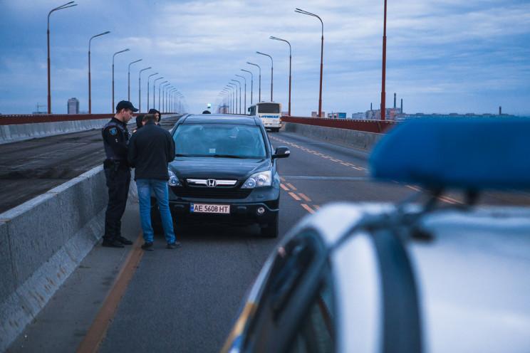 На Новому мості Дніпра таксисти затримал…