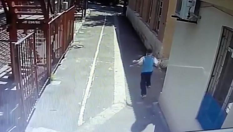 В Маріуполі чоловік із сокирою напав на…