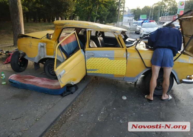 Лопнуло колесо: В Николаеве перевернулас…